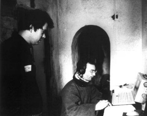 La sala di regia improvvisata nella sacrestia di San Pietro al Monte